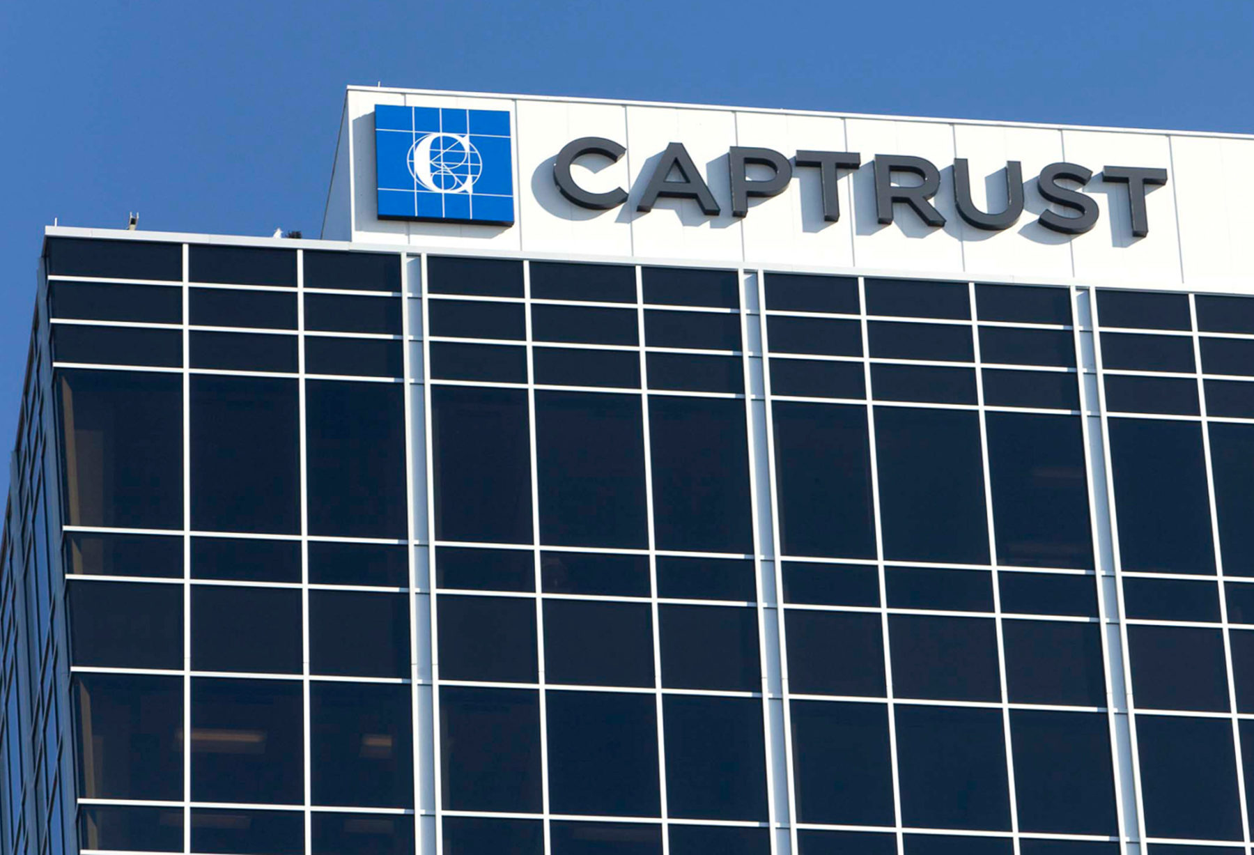 Captrust Sign