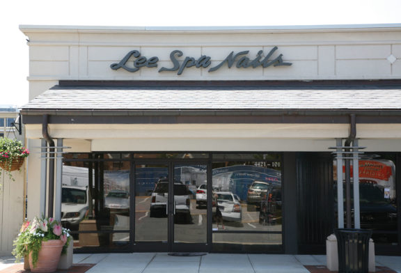 Lee Spa Nails Storefront