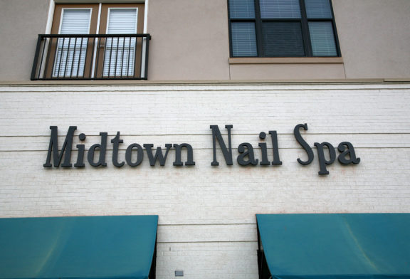 Midtown Nail Spa Sign