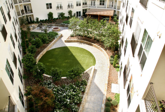 Park & Market Private Courtyard